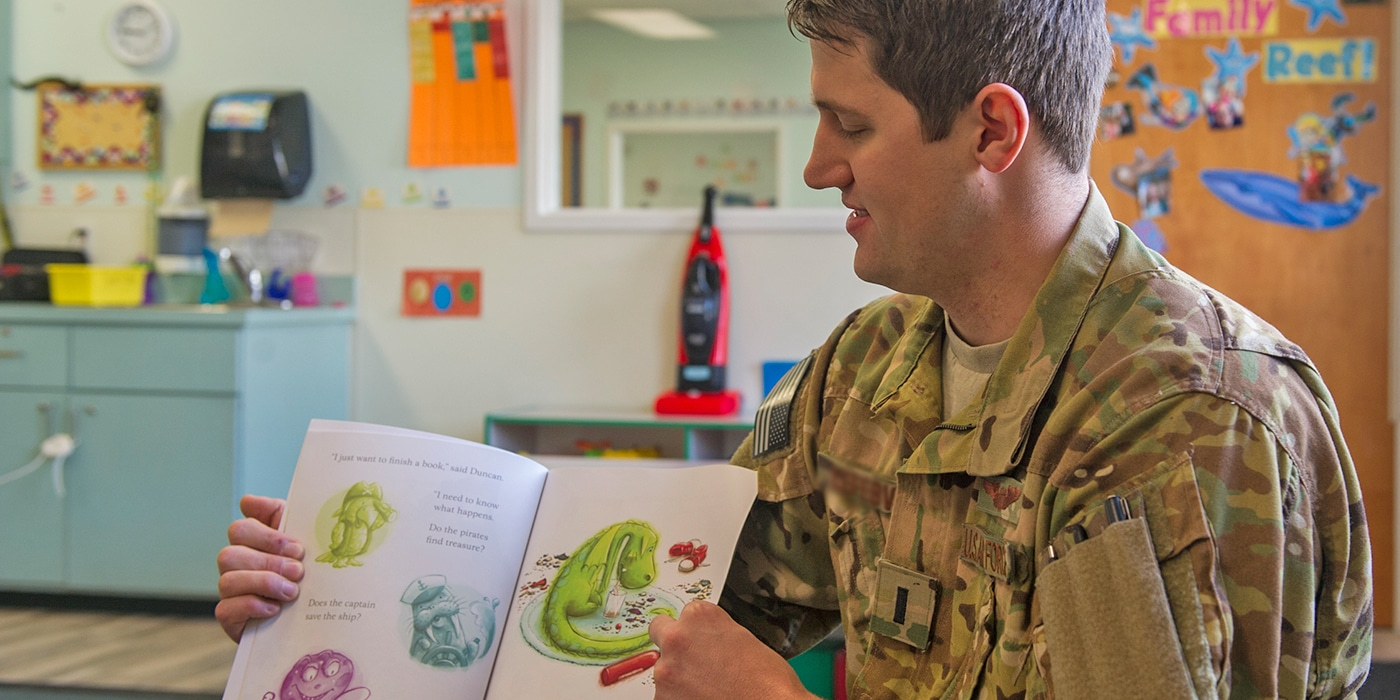 military life books for kids